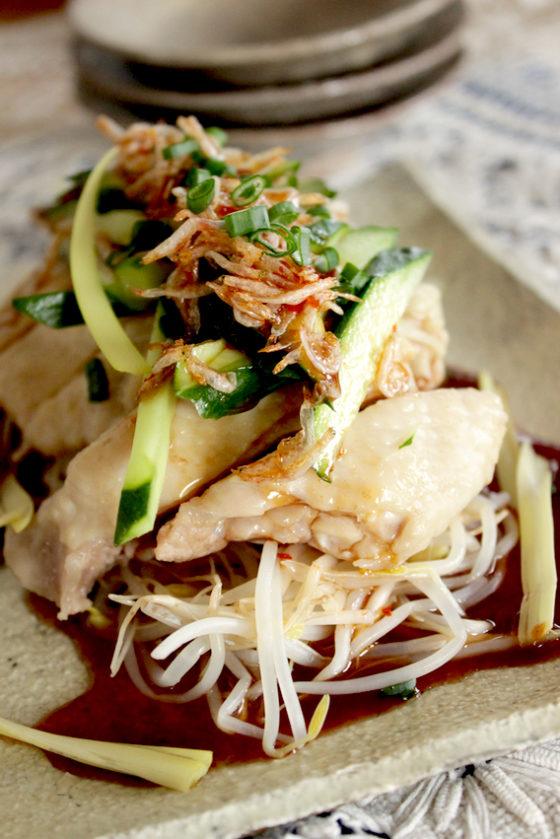 辛辣中華料理風味石榴水果醬油清蒸雞肉