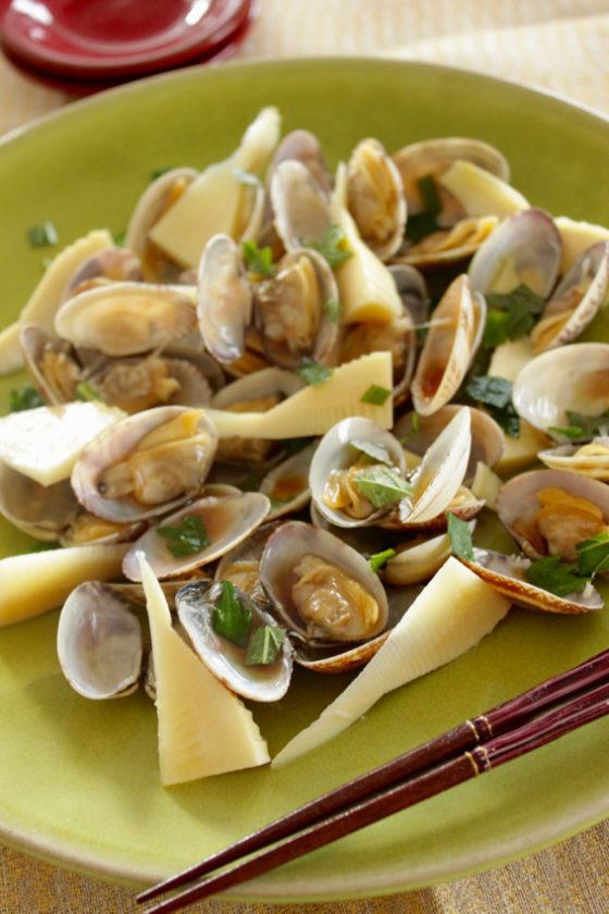 蒸蛤蜊與水蜜桃水果醬油和紫蘇的搭配料理